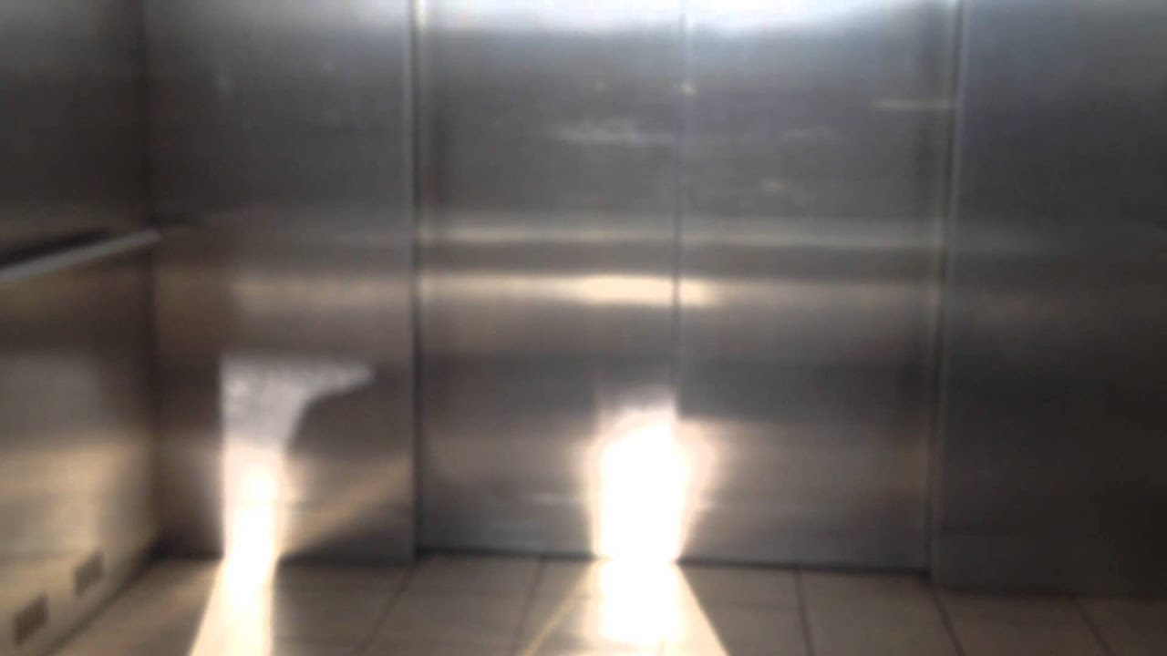 Schindler 330A Elevator At Bed Bath Beyond/Christmas Tree