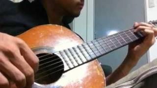 壊れたギターで必死に弾いてみました。 ドロップDです。