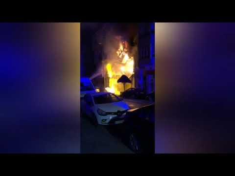 Así se derrumbó parte de la casa devorada por el fuego en Vilalba