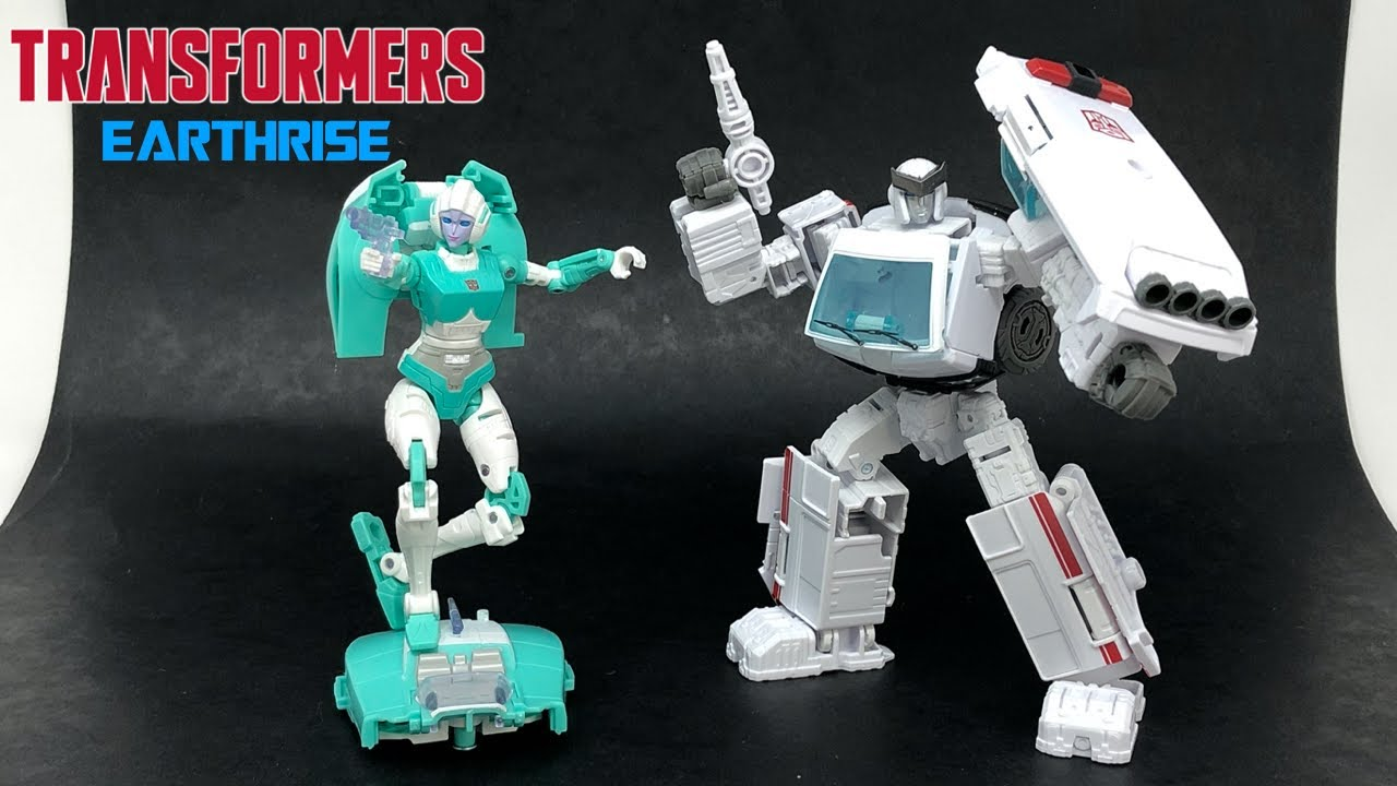 Transformers Earthrise Paradron Medics Ratchet & Lifeline In-Hand Review by PrimeVsPrime