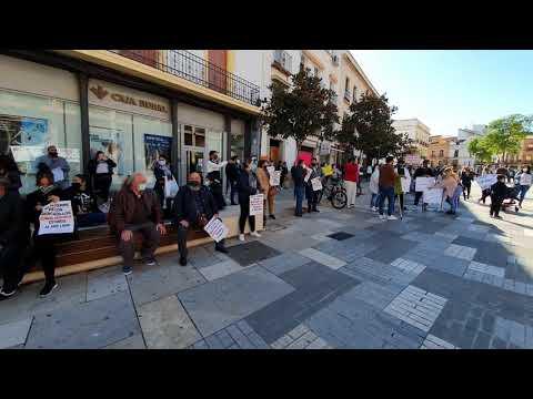 Vendedores ambulantes protestas ante las puertas del Ayuntamiento por el cierre de los mercadillos
