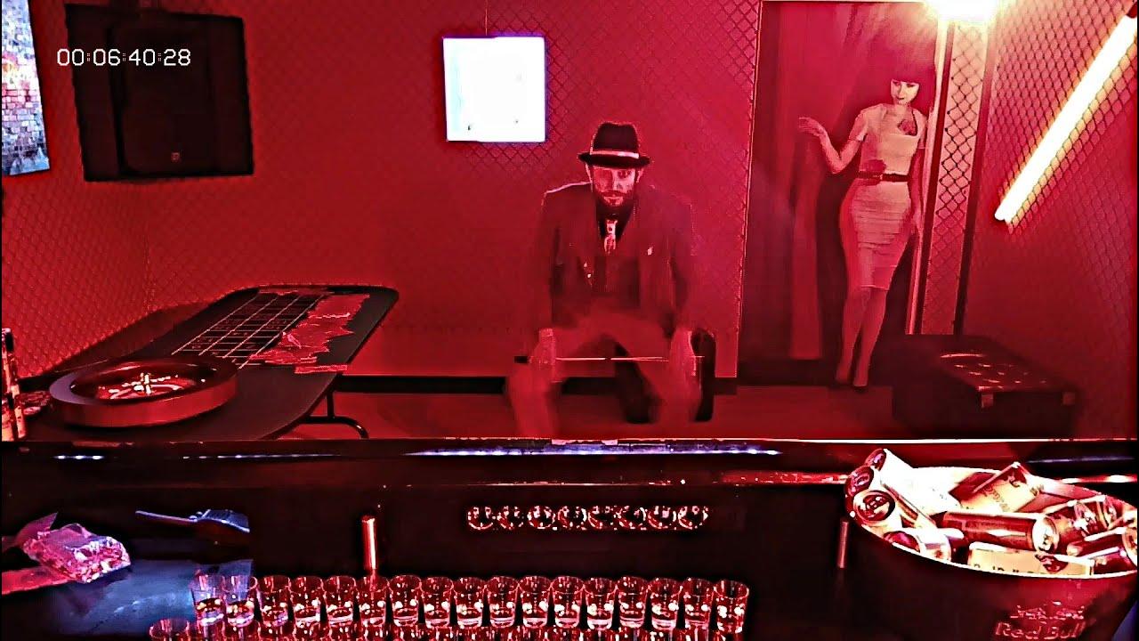 💸 Casino fermé : Le croupier mafieux s'occupe... face à la caméra de surveillance. 🎰♪♫