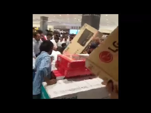 "Yesterday in Abu Dhabi.. 30 Minutes Offer.. Everything For Free.. In ""Lulu Mall "".. 👇🏻"