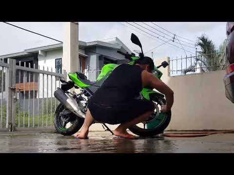 kawasaki-n400cc-her-first-bath.