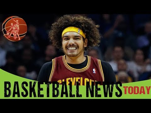 Anderson Varejao accepts championship ring offered by Warriors