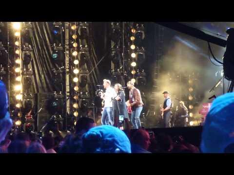 Lady Antebellum - Downtown (Live CMA Fest 2013)