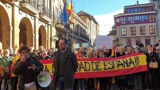 Lectura del manifiesto de 'España existe' en Oviedo