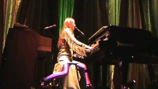 Tori Amos tear in your hand in Oakland 2009