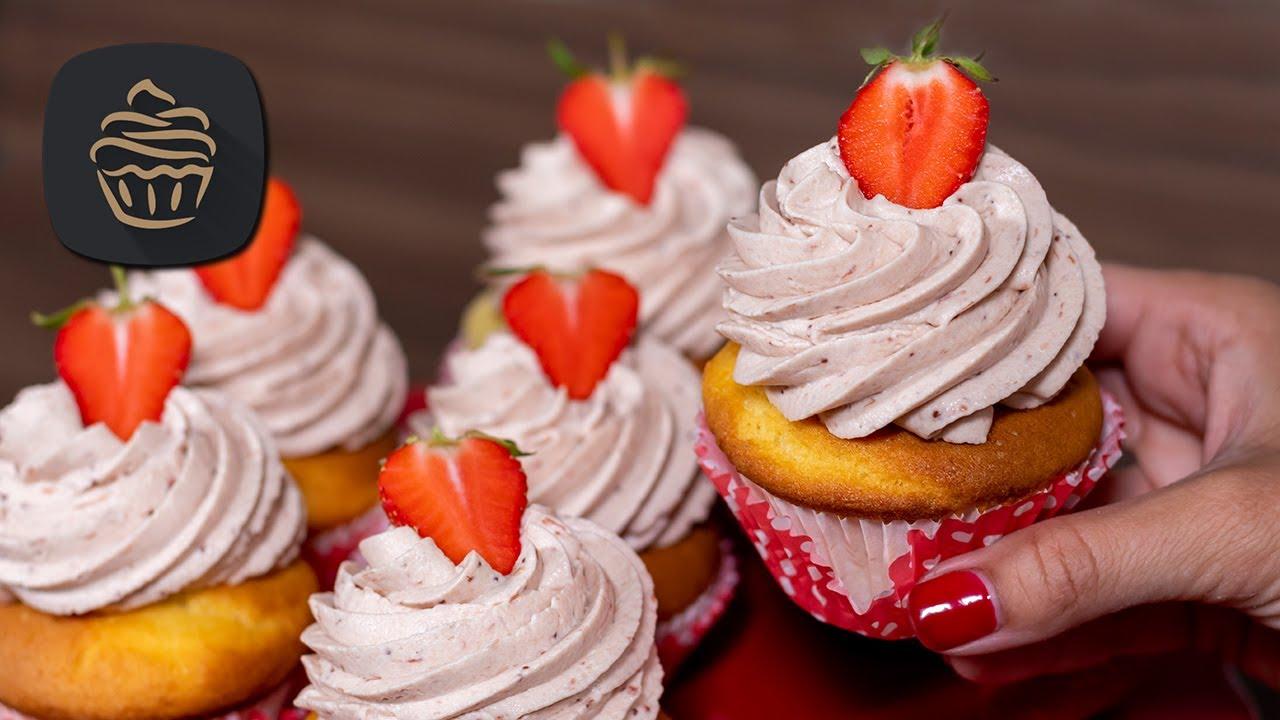 Erdbeer Muffins | Cupcakes mit Vanille Mascarpone Topping - Leckeres Rezept