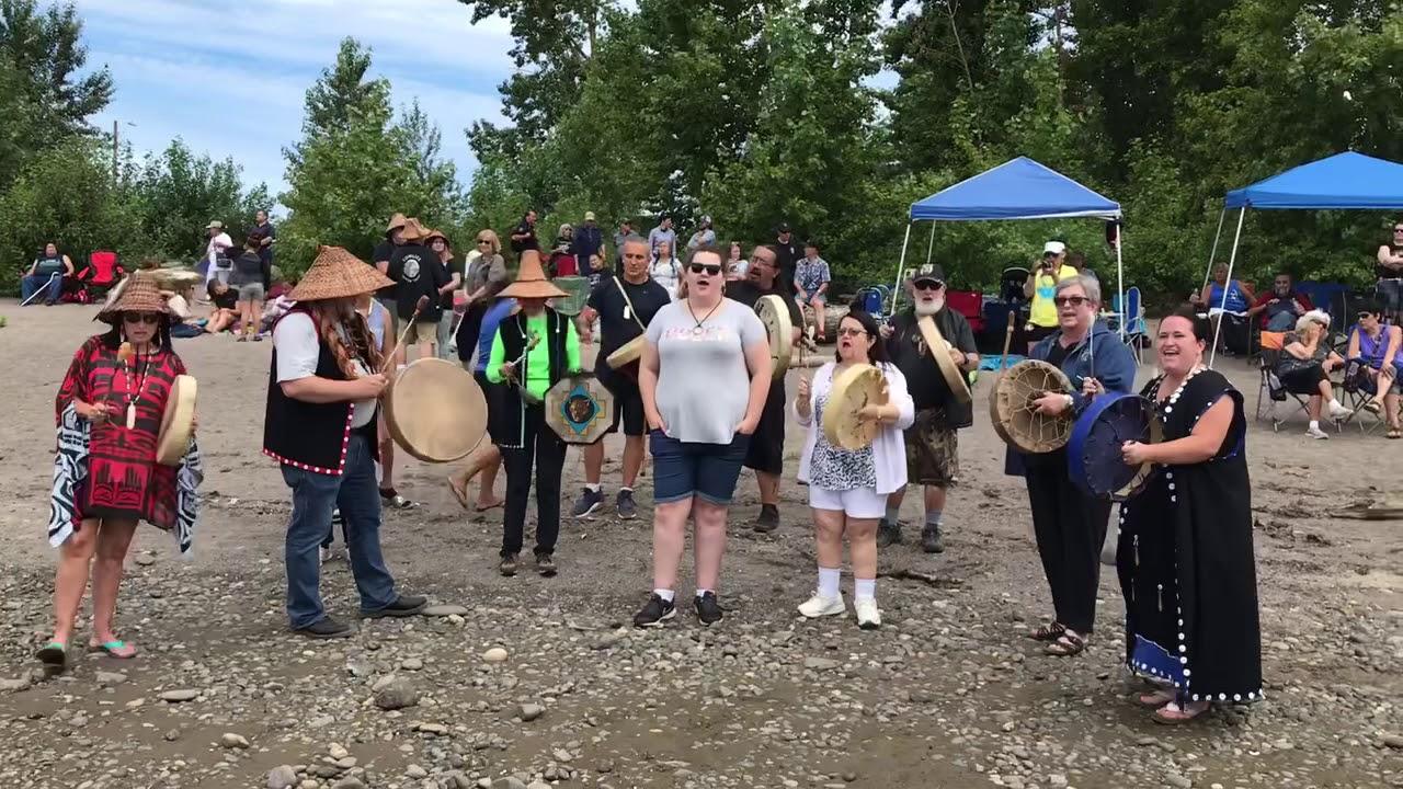 Cowlitz canoe journey honors tribal ancestors, forges bonds