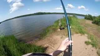 Ловля леща на поплавочную удочку (видео-отчет) рыбалка июль 2015 Лещ 10 лет спустя(Ловля леща на поплавок.Гонял на веле на новый водоем, кидал спин. Хищник не клевал, а вот что-то чавкало заче..., 2015-07-19T11:35:39.000Z)