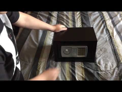 How to open a digital safe without any tools or keys IN 2 SECONDS!