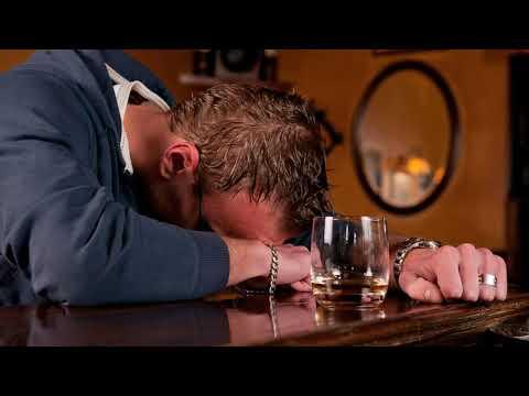 Как вывести алкоголика из запоя в домашних условиях самим?