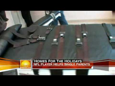 NFL player Warrick Dunn helps single parents.