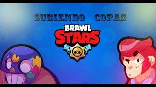 Brawl Stars intentando ganar partidas