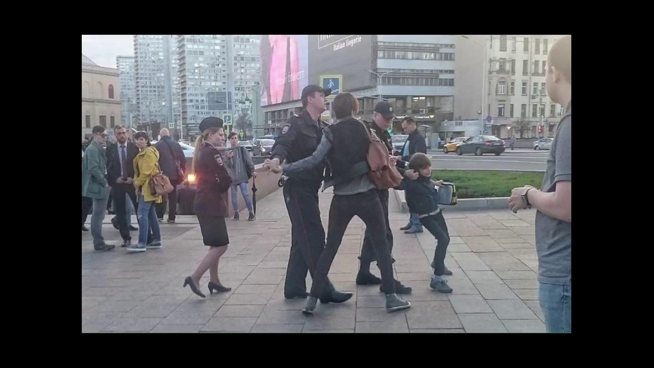 Полная версия задержания ребенка за то что читал стихи Шекспира в Москве полициейские Видео