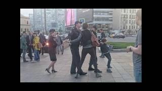 بالفيديو.. الشرطة الروسية تعتقل طفل يقرأ شعر
