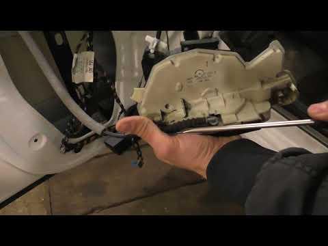 VW Polo Sedan - Замена внутреннего замка двери