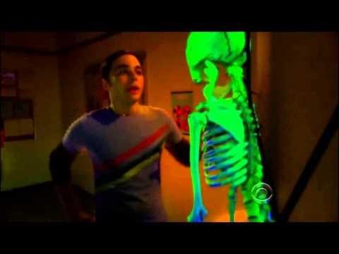 The Big Bang Theory (Español) - Broma de Halloween a Sheldon