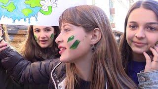 FridaysForFuture, la generazione-Thunberg in piazza a Milano