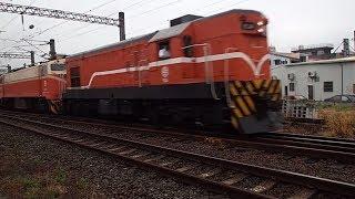 7202次貨物列車通過斗六市鎮北路平交道