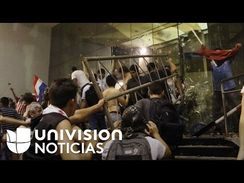 en-medio-de-fuertes-disturbios-fue-incendiado-parte-del-edificio-del-congreso-en-paraguay