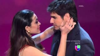 Alina Robert se ganó un beso de Daniel Arenas