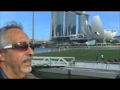 SINGAPORE : WALKING AROUND DOWNTOWN