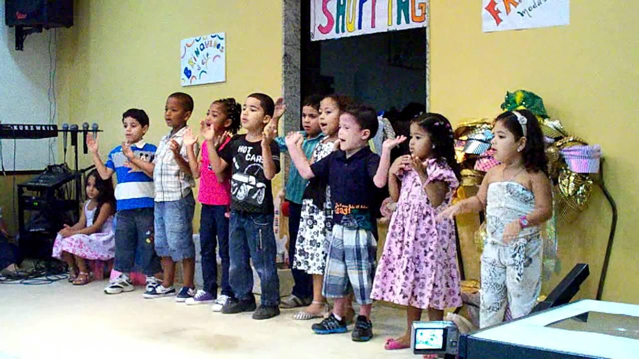 DIA DOS PAIS  2011 - Maternal Cantando - Adriana Docinha