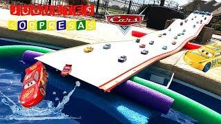 Carros de Carrera para niños - Pista de Coches CARS 3 Lanzador Extremo - Ultimate Launcher in pool