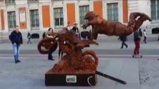 Забавное мошенничество. Испания (Мадрид). Живые статуи(В центре Мадрида очень много уличных артистов. Изображая