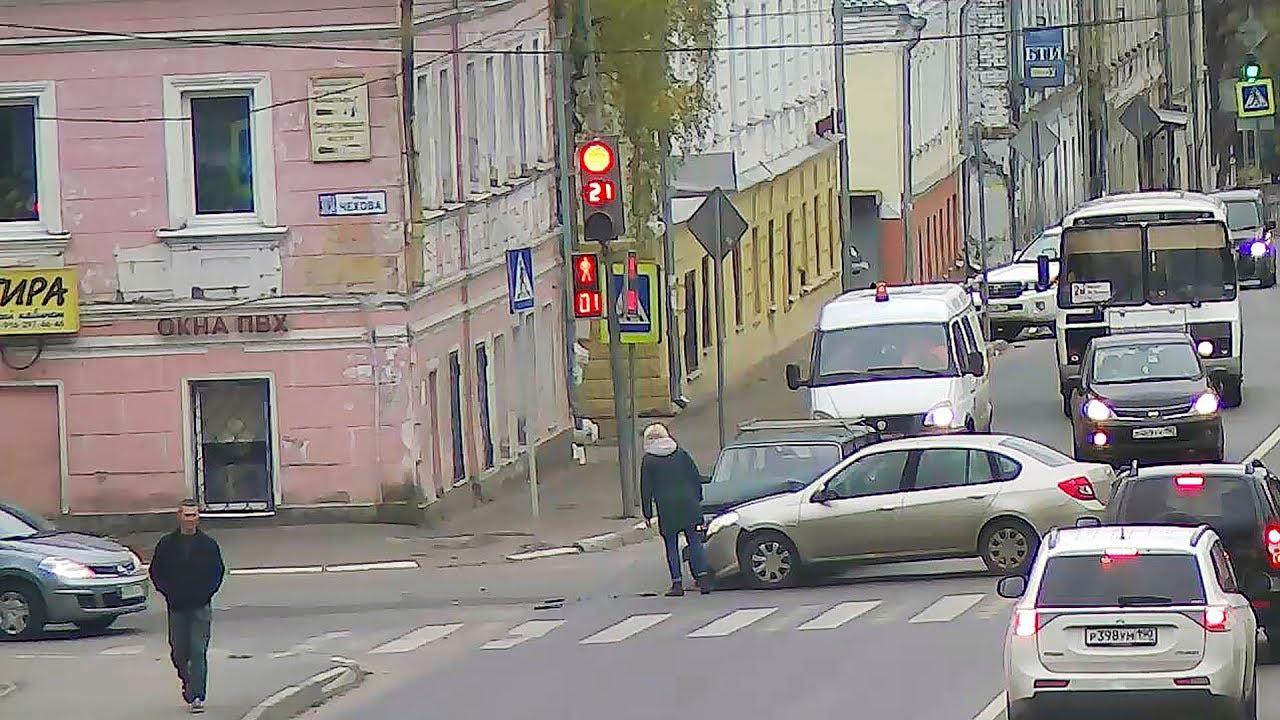ДТП в Серпухове. Небезопасный манёвр...  21 октября 2017г.