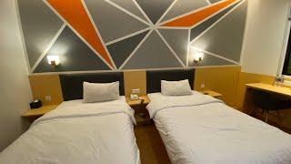 Gambar cover 7 Days Premium Jatinegara Hotel | Room Tour Hotel & Airbnb Ep.1
