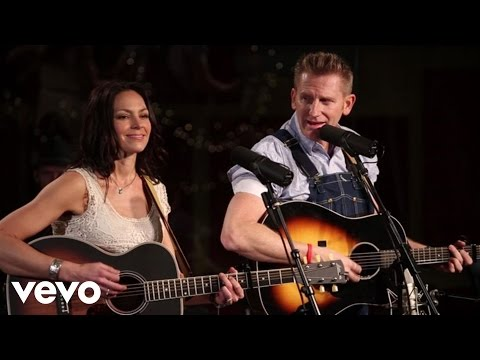 Joey+Rory - Hammerin' Nails (Live)