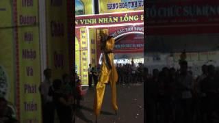 Tai nạn khi đang biểu diễn Tôn Ngộ Không khiến khán giả thót tim thumbnail