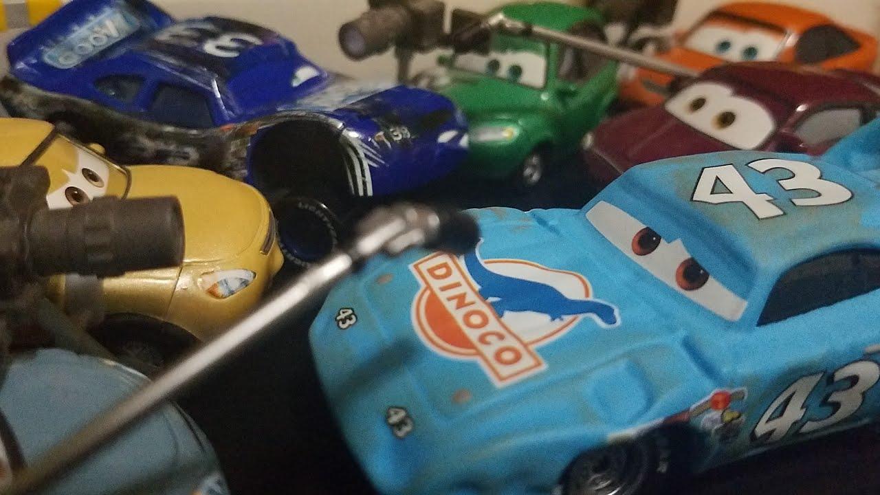 Download Disney Pixar Cars Race Damaged Mood Springs + Damaged The King (Crashed Racers) Review