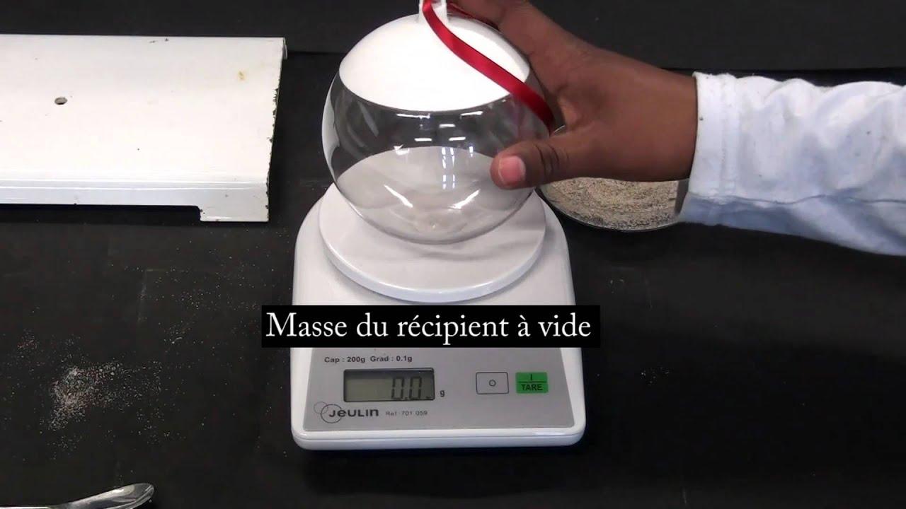 relation mathematique entre le poids et la masse