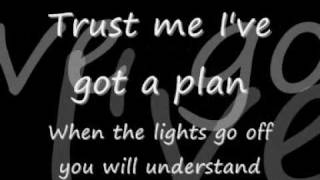 Repeat youtube video Pain - Three Days Grace [Lyrics]
