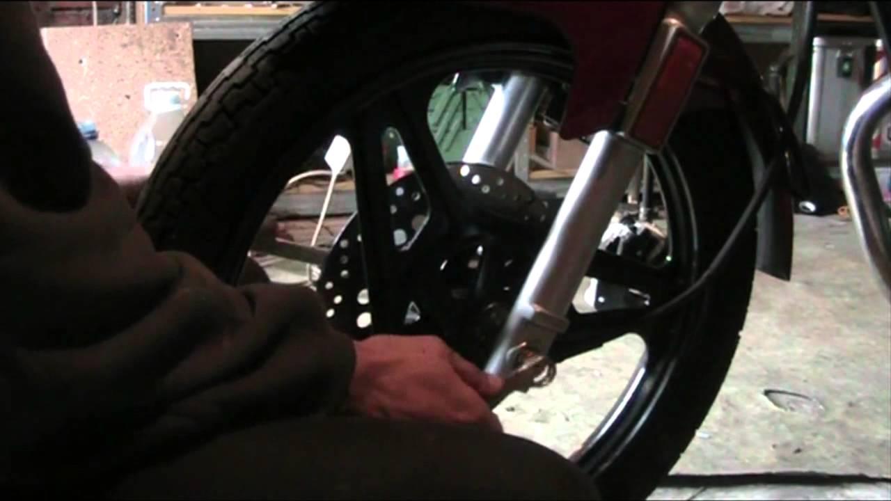 Как установить переднее колесо на мотоцикле YAMAHA YBR 125
