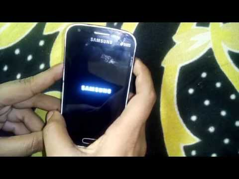 samsung s dous 2 stop at samsung logo , constantly blink