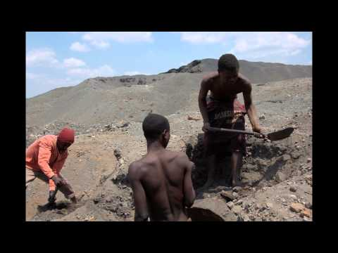 Zambia - Looking for metals to survive in abandoned mine