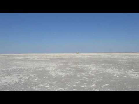 MVI 4435   Ntwetwe Pan zoutvlakte
