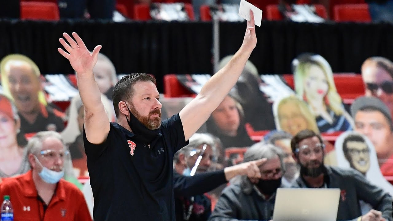 Chris Beard leaving Texas Tech for Texas to replace Smart