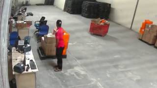 Begini Modus Pegawai Perusahaan Jasa Pengiriman Barang, Curi Paket Kiriman Warga