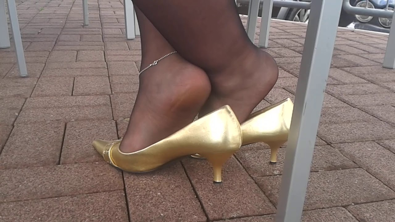 Shoeplay  with classic Pumps, Stilettowoman bbw