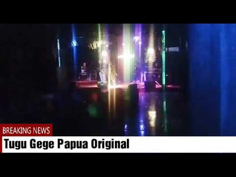 Tugu Gege Papua Original. Reggae Band di Honnai Bar Timika.
