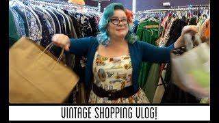 Vintage Shopping Vlog (at Vintage Garage Chicago)