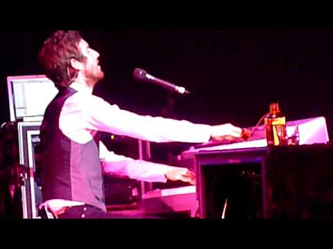 "Guster ""Satellite"" f. Jesse Carmichael Live"