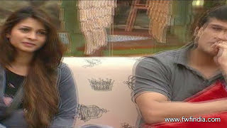 Bigg Boss 7: Tanisha Mukherjee, Armaan Kohli CAUGHT in a COMPROMISING POSITION