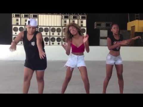 Lellêzinha, Camilla e Marcelly Apertam o Play! (Meninas no passinho) thumbnail